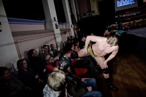 TS 110109 wrestling 1019